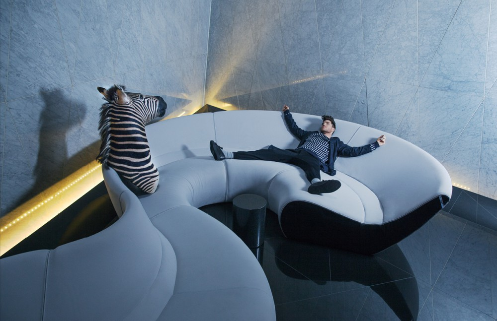 Jacket / Tiger of Sweden  Sweatshirt / Lacoste Live Shoes / Giuseppe Zanotti Design  Socks / Glenmuir