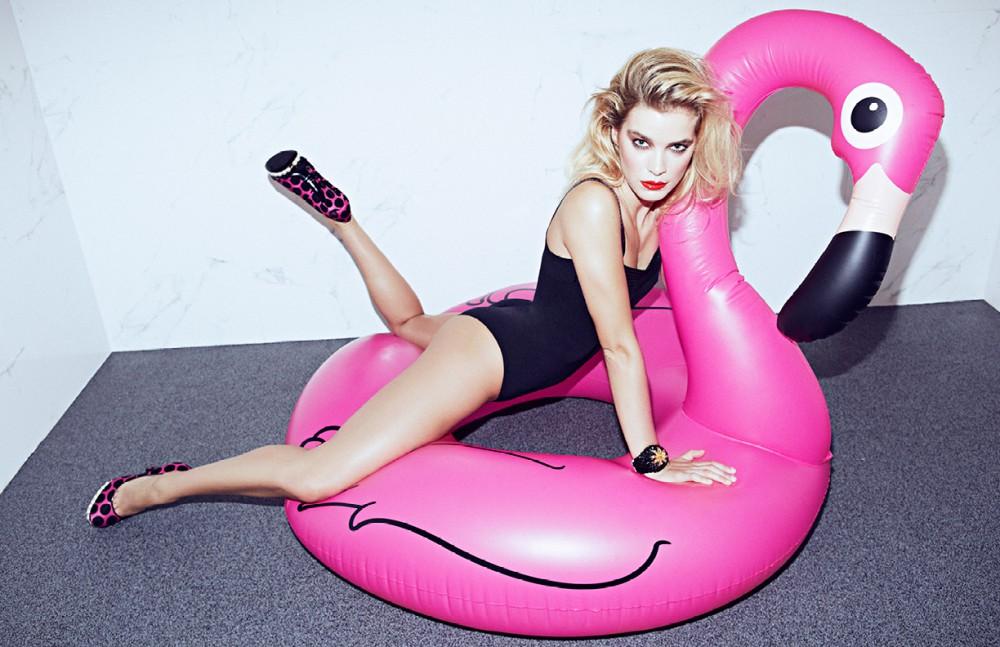 Body / Wolford Shoes / Nicholas Kirkwood Bracelet / Virzi+De Luca Flamingo / Prezzybox.com