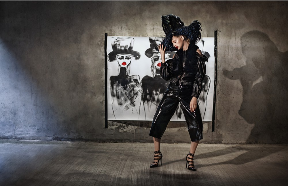 Jacket / JH Zane Bermuda / Helen Lawrence Shoes / Ashley Williams Headpiece / Le Roni