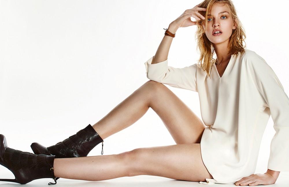 Blouse / Chloé Shoes / Sergio Rossi Bracelets / Hermes