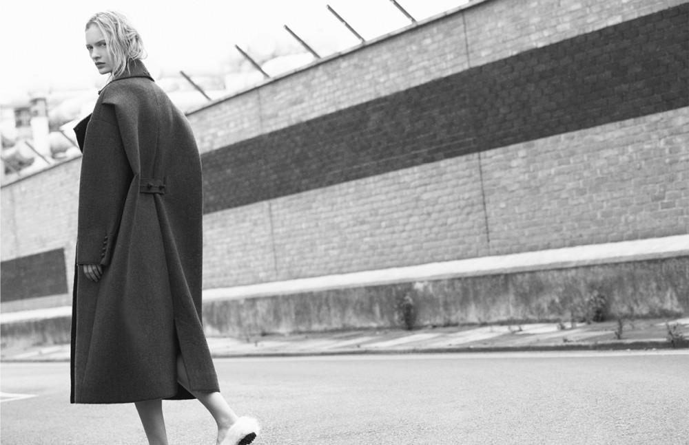 Wool coat / Ek Thongprase Faux fur slippers / By Sun